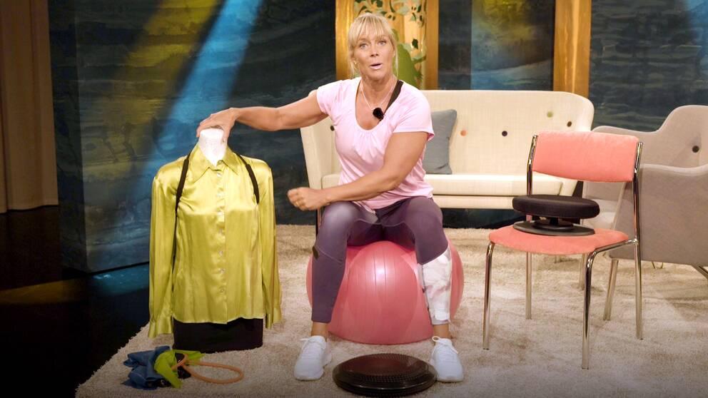 Personliga tränaren Sofia Åhman visar produkter som hjälper dig att få bättre hållning..