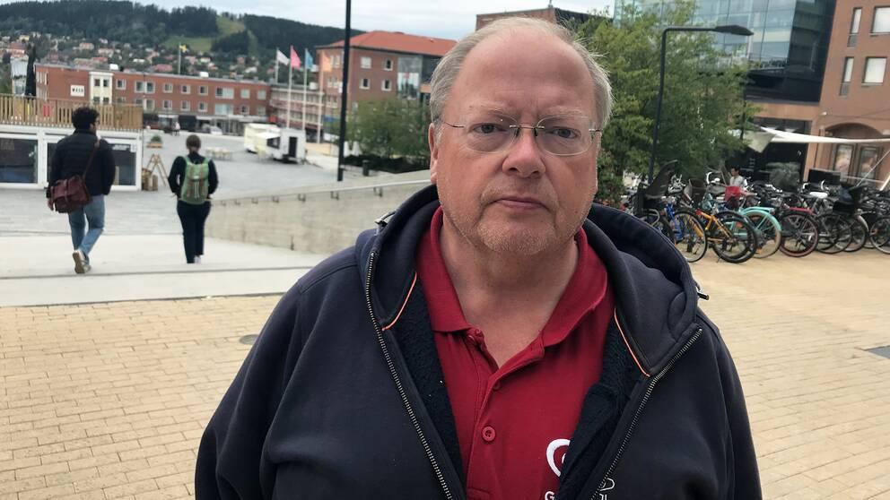 närbild på Bosse – en medelålders man – i bakgrunden Stortorget