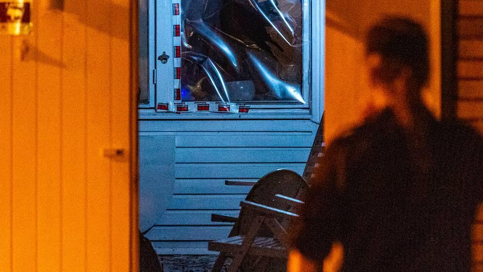 Trasig ruta i hus där en detonation inträffat
