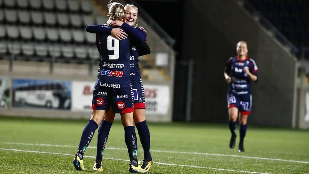 Linköpings Frida Leonardsen Maanum kramar om Lina Hurtig.