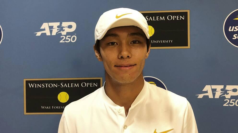 Sydkoreanen Lee Duck-Hee, som är döv, blev historisk när han vann en match på ATP-touren.