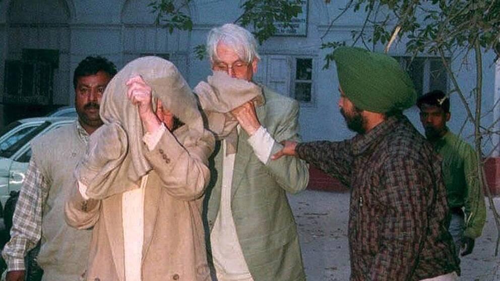 Den pensionerade svenske diplomaten Rolf Gauffin greps 2001 tillsammans med sin fru på flygplatsen i New Delhi i Indien sedan man hittat kontanter och värdepapper för 11 miljoner kronor i deras handbagage.