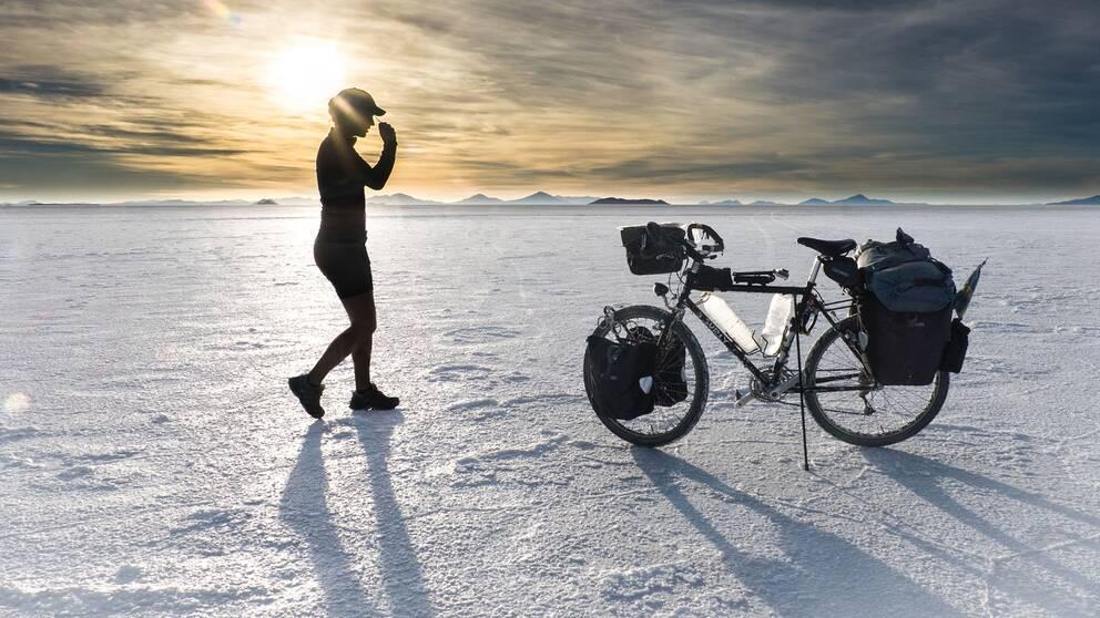 För fyra år sedan gav sig den då 24-åriga Fredrika Ek iväg på vad alla andra trodde var ett omöjligt äventyr. Att cykla jorden runt. Utan hjälp. På 1000 dagar.