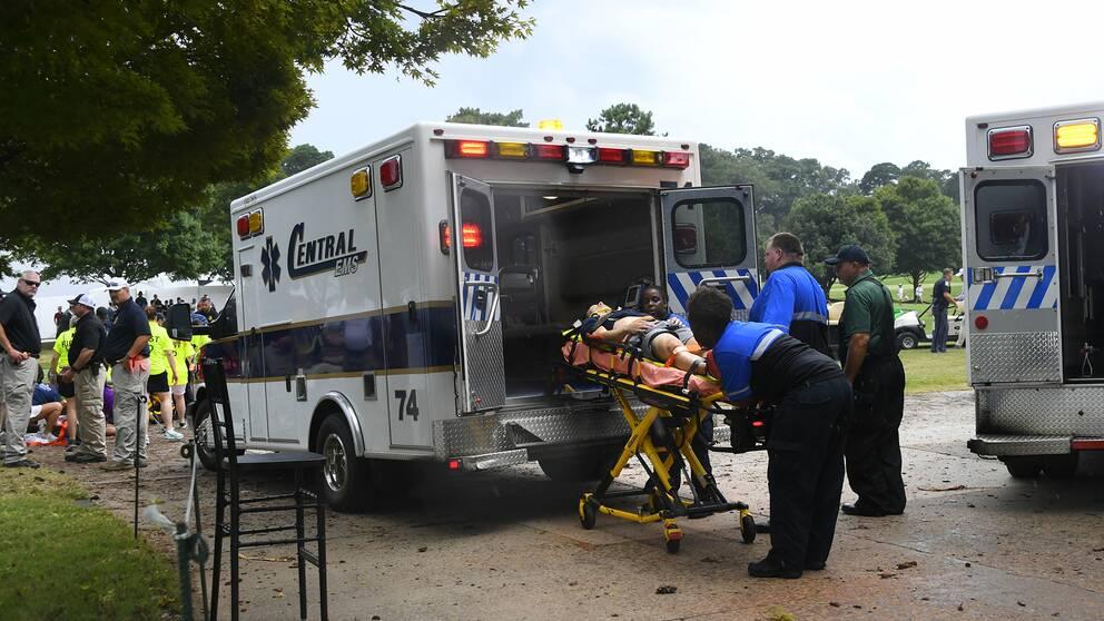 Ambulans på plats efter att blixten slagit ned i samband med PGA-tävlingen i East Lake, Atlanta,