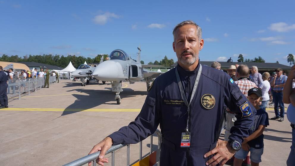 Robin Nordlander, provflygare på Gripen, Saab i Linköping. Han var den som flög den nya JAS 39E Gripen under flygdagen på F17.