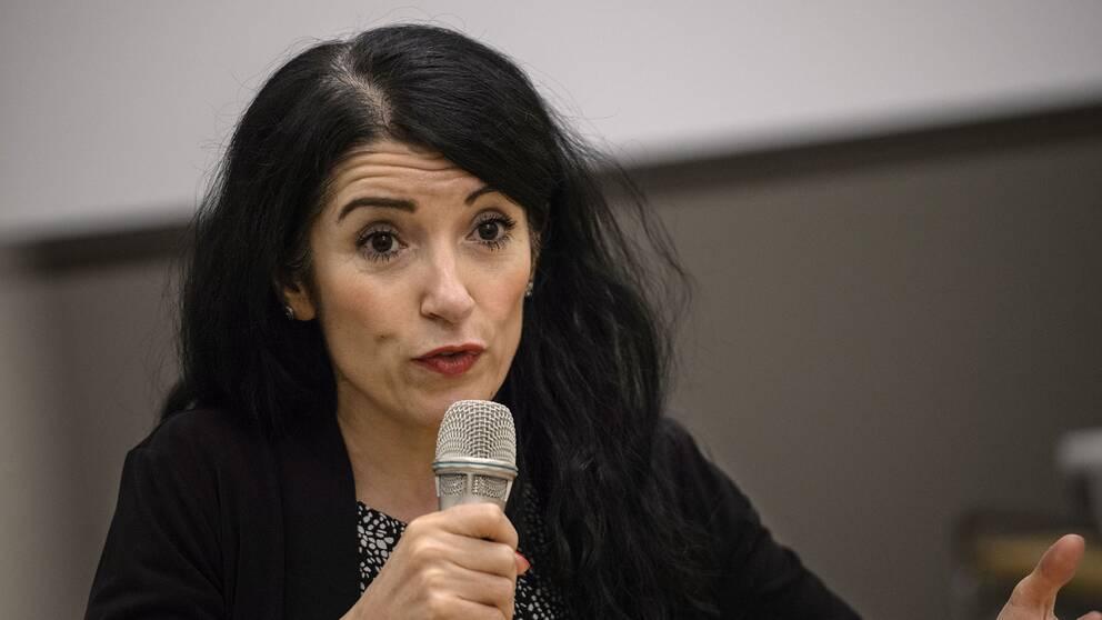 """Amineh Kakabaveh säger sig ha """"utsatts för helt orimliga påhopp från Vänsterpartiets ledamöter och ledning""""."""