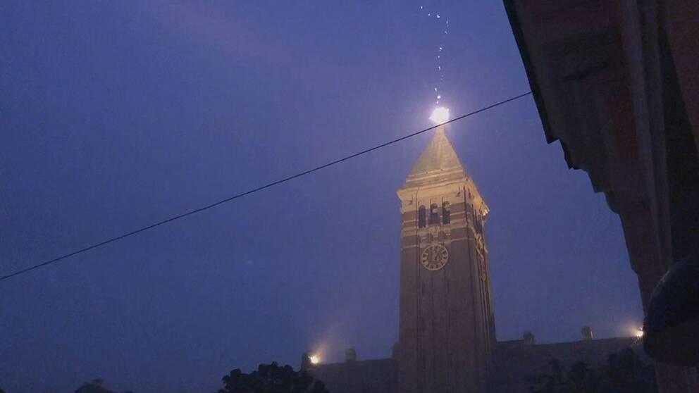 blixten slår ner i norrköpings rådhus
