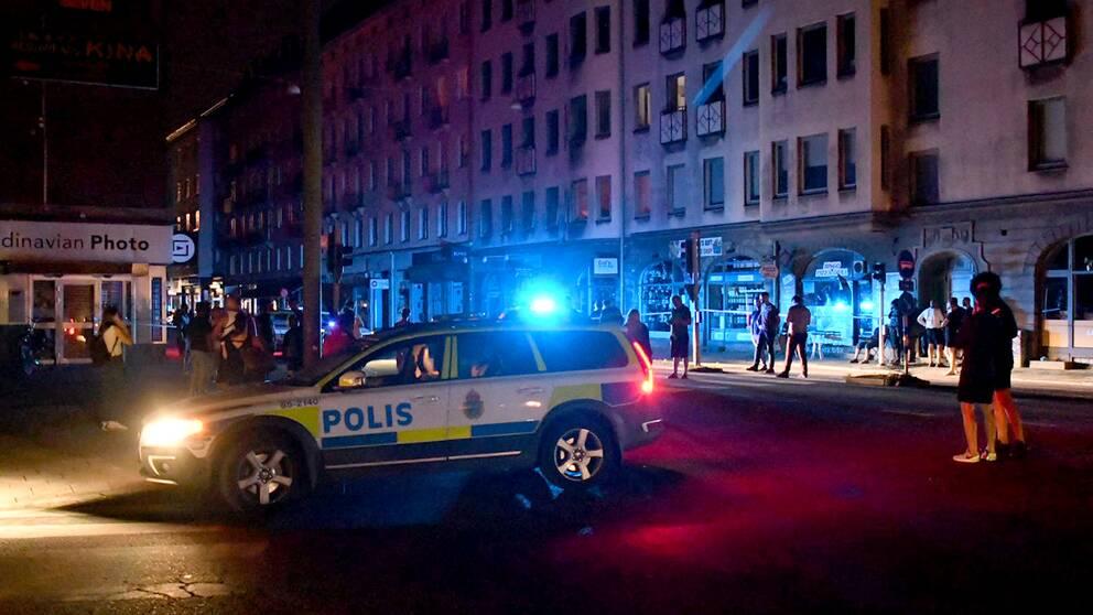 Ett stort område kring Värnhem och Östra Förstadsgatan har spärrats av i polis med föremålet ska undersökas.