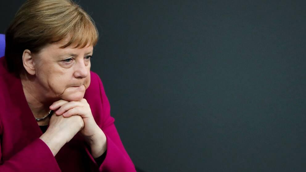 De två kommande delstatsvalen i östra Tyskland väntas betyda förluster för Angela Merkels parti CDU och för Socialdemokraterna.