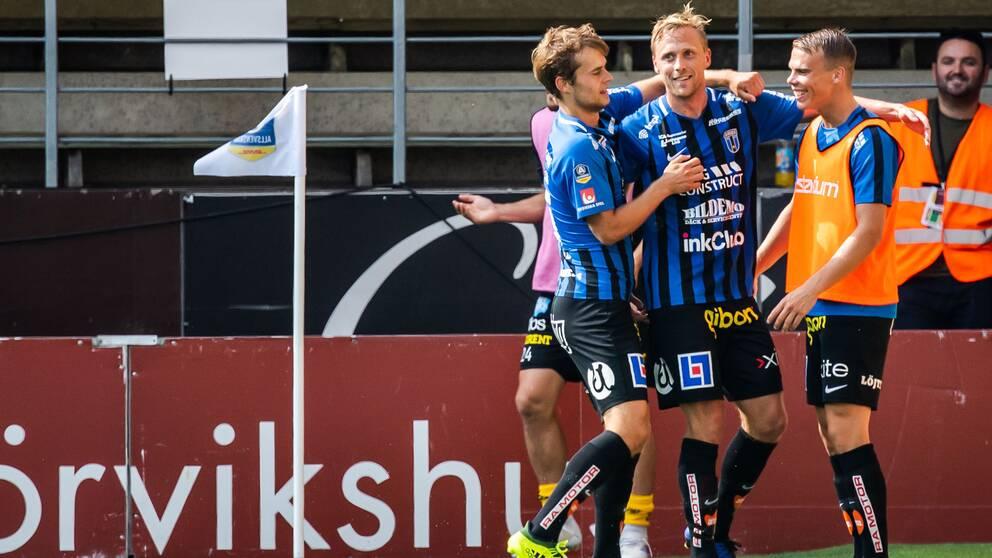 Sirius Christer Gustafsson jublar med lagkamrater efter 1-1 under fotbollsmatchen i Allsvenskan mellan Elfsborg och Sirius den 31 augusti 2019 i Borås.