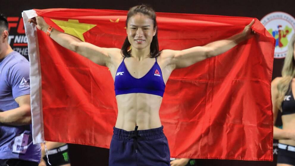 Weili Zhang under invägningen, dagen före hon blev Kinas första UFC-mästare.
