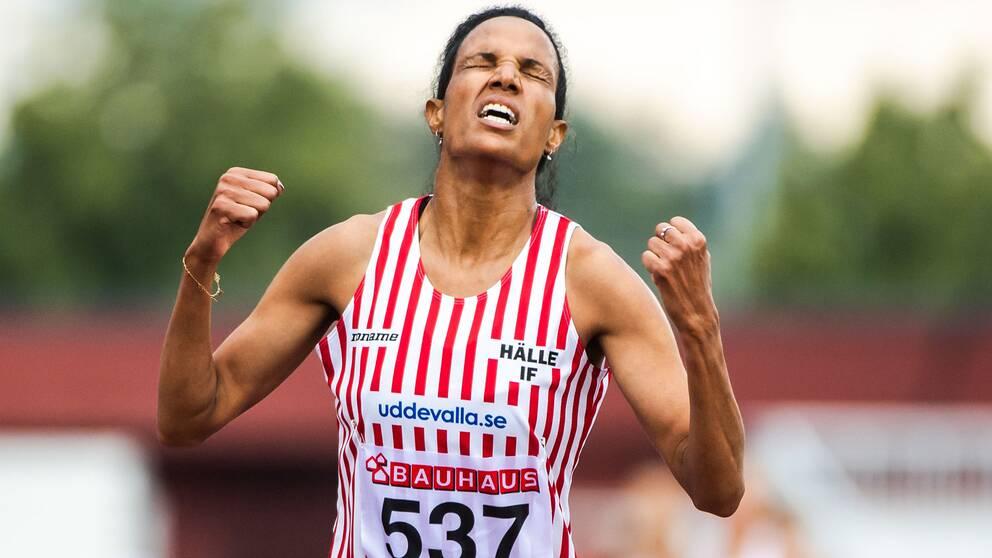 Meraf Batha jublar efter damernas 5000m under friidrotts SM dag 3 den 1 september 2019 i Karlstad