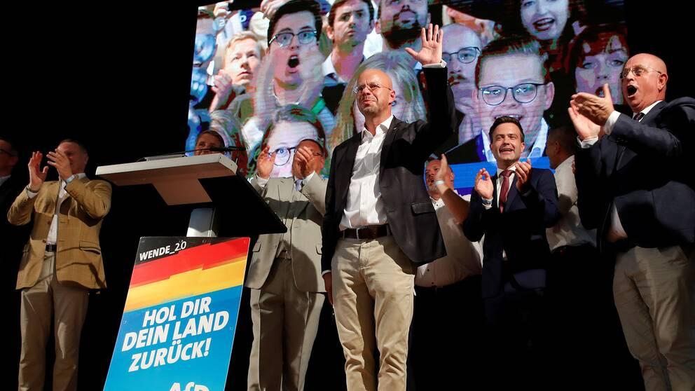 Andreas Kalbitz (AFD) reagerar på de första valresultaten.