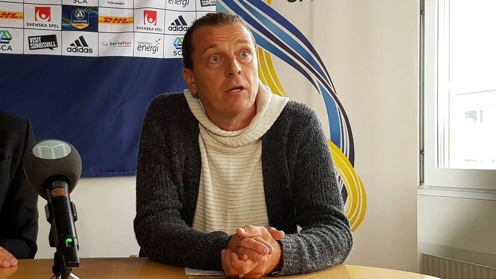 Tony Gustavsson är GIF Sundsvalls nye huvudtränare. Men bara november ut.
