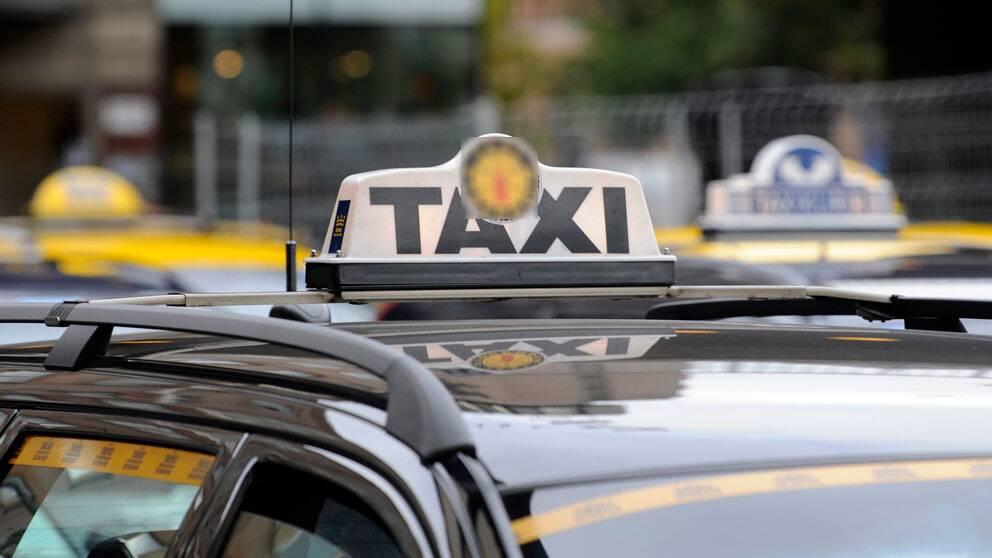 Bilar från olika taxibolag. Foto: Scanpix