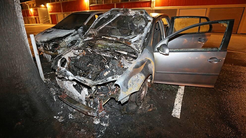 bilar som har satts i brand i Trollhättan.
