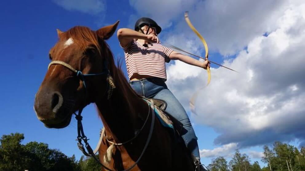 bågskytte från häst