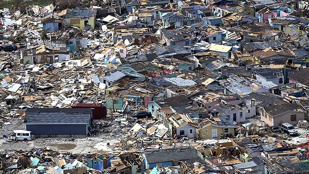 Hela bostadsområden utraderades under orkanens framfart på Bahamas.
