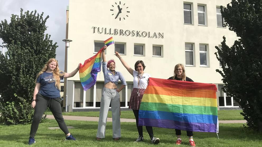 Tuva Hansson, Hanna Hallin, Norah Aalto Bengtsson och Melker Borg vill få bort den dåliga inställningen gentemot HBTQ-personer på Tullbroskolan.