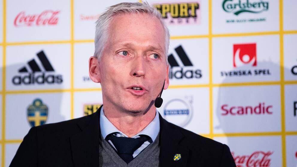 Håkan Sjöstrand menar att förbundet ersätter dam- och herrspelare på ett jämlikt sätt.