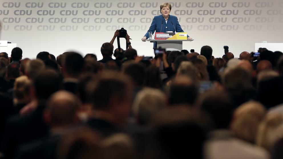 Tysklands förbundskansler Angela Markel håller ett tal vid en CDU-kongress i Hamburg