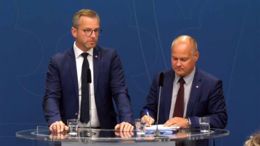 Justitie- och migrationsminister Morgan Johansson och inrikesminister Mikael Damberg håller presskonferens efter dagens förhandlingar om gängvåldet.