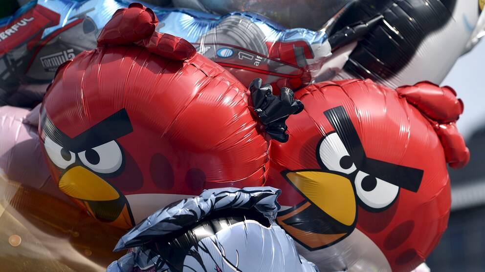 Två ballonger som föreställer fåglar ur spelet Angry Birds.