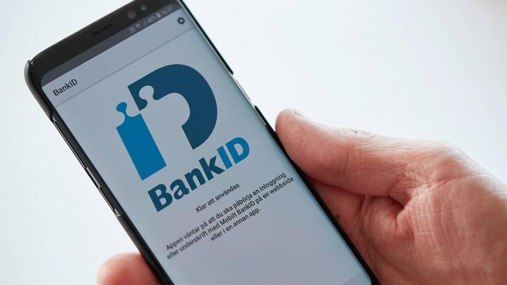 Bild på en mobiltelefon med bank-id öppet