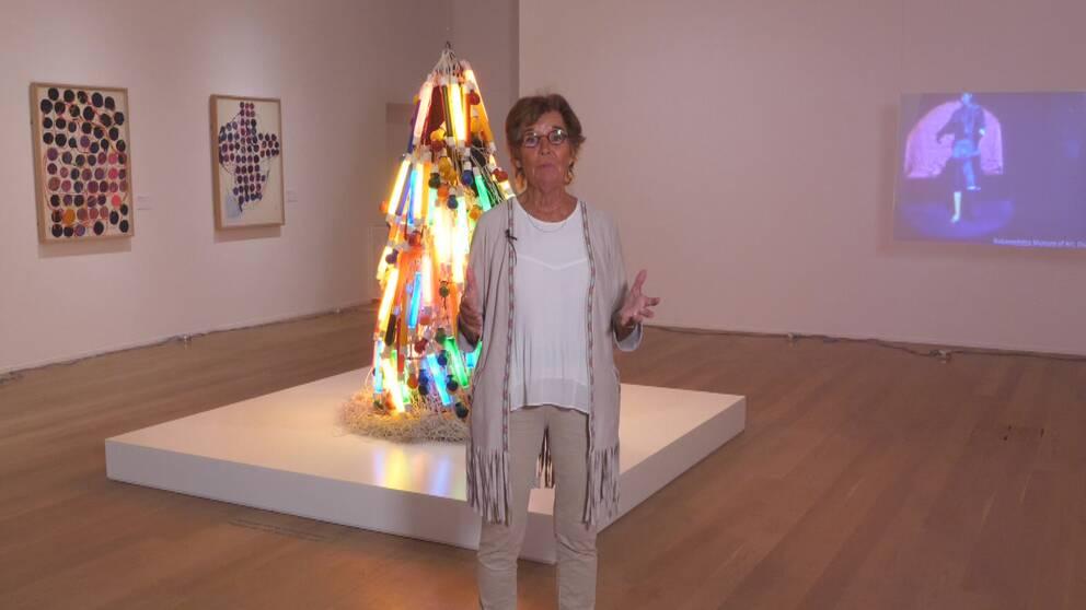 Kulturnyheternas konstkritiker Ingela Lind om Atsuko Tanaka på Moderna museet.