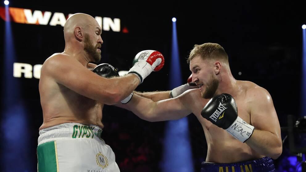 Svenske Otto Wallin (höger) under mötet med världsstjärnan Tyson Fury i september 2019.