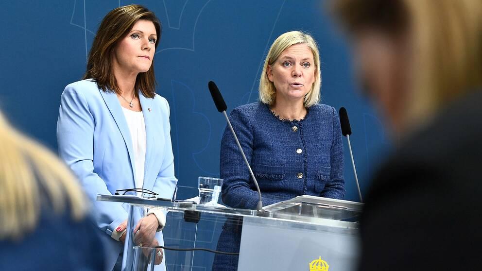 Arbetsmarknadsminister Eva Nordmark (S) och finansminister Magdalena Andersson presenterar jobbsatsningarna i budgeten.
