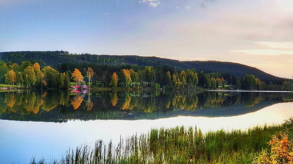 Spegelblankt 18 september. Luleälven, Lillavan, Boden.