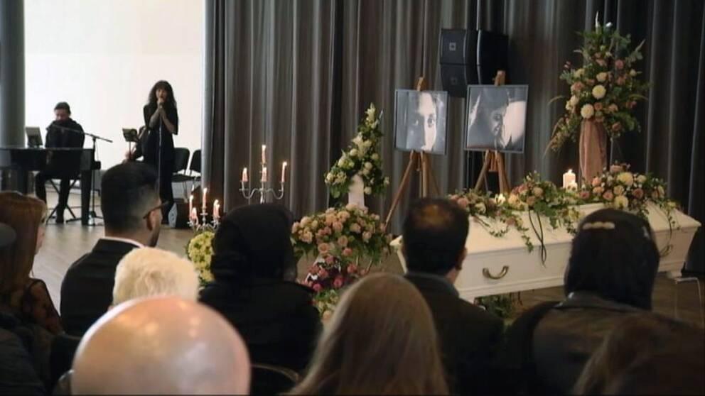 Karolin Hakims begravning besöktes av hundratals människor.