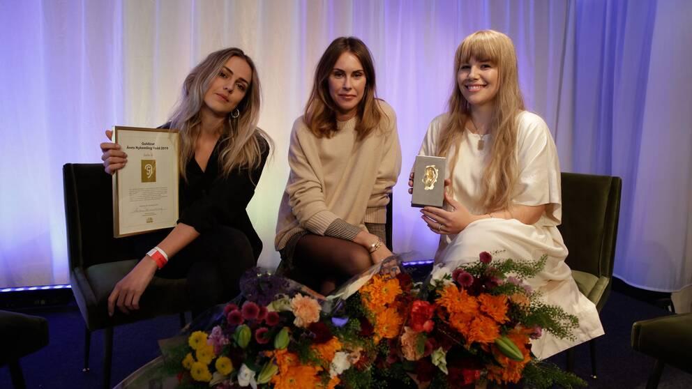Podcasten Della Q består av Moa Wallin, Anna Björklund och Bianca Meyer.