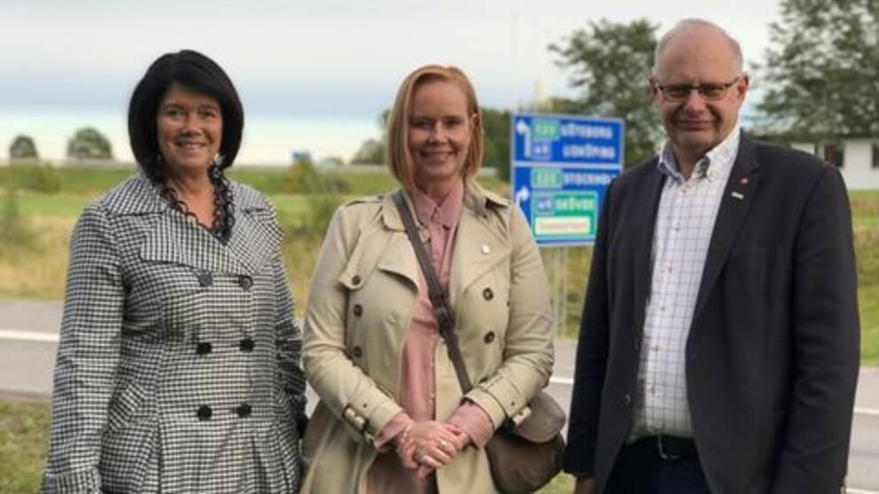 Katarina Jonsson (M), ordf i Skaraborgs kommunalförbund och kommunalråd i Skövde med sina kommunalrådskollegor Ylva Pettersson (M), Skara, och Jonas Sundström (S), Lidköping