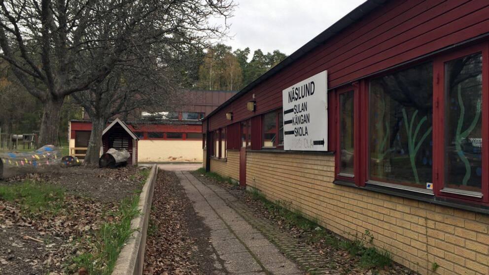 Exteriör bild på Näslundsskolan i Hallstahammar.