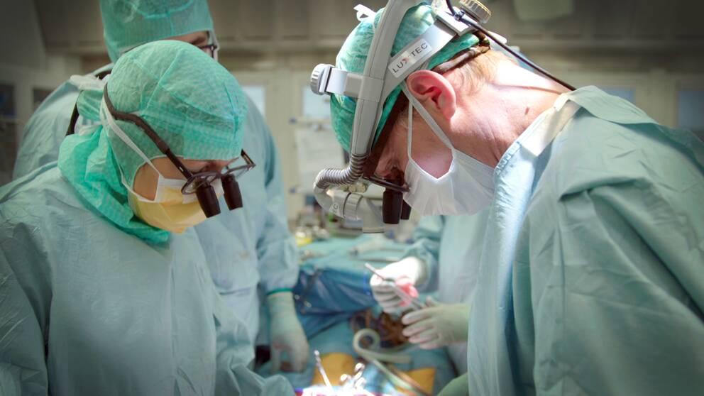 Kirurger under en operation.