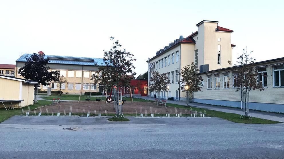 Efter onsdagens hot så ekade det tomt på skolgårdarna i Valdemarsvik under torsdagen, eftersom kommunen valde att hålla verksamheterna stängda.