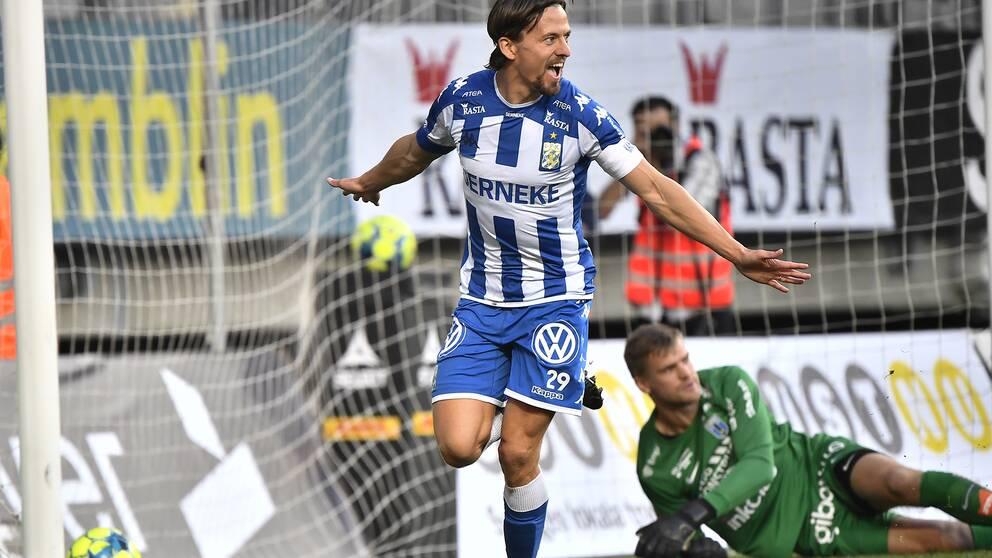 Göteborgs Lasse Vibe jublar efter sitt 1-0 mål under lördagens allsvenska fotbollsmatch mellan IFK Göteborg och IK Sirius FK på Gamla Ullevi.