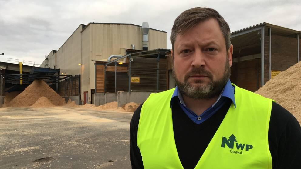 Henrik Jönsson vd NWP, beklagar men försvarar nedläggningsbeslutet.