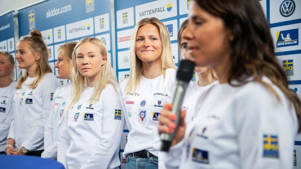 Stina Nilsson, Hanna Falk, Jonna Sundling, Frida Karlsson och Charlotte Kalla under en presskonferens