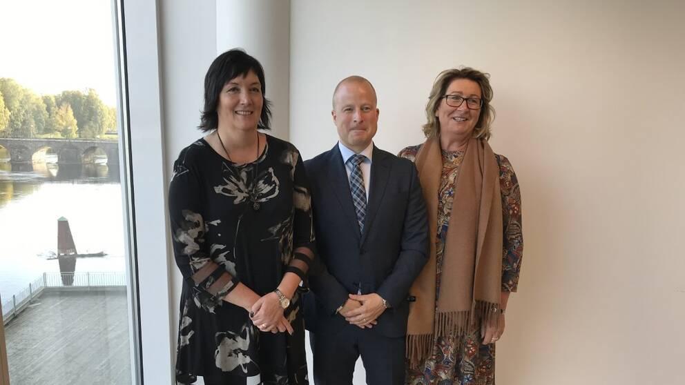 Från vä Petra Einarsson vd, och koncernchef , Johan Isaksson, driftingenjör KM7 och Maria Engnes, projektchef.
