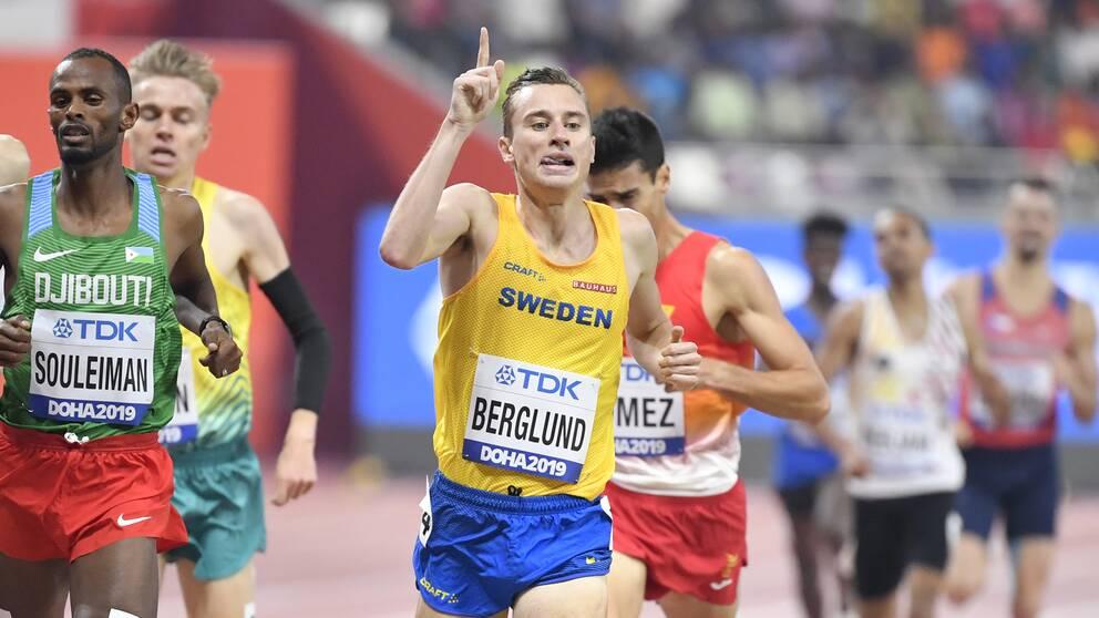 Kalle Berglund springer semifinal på 1500 meter.