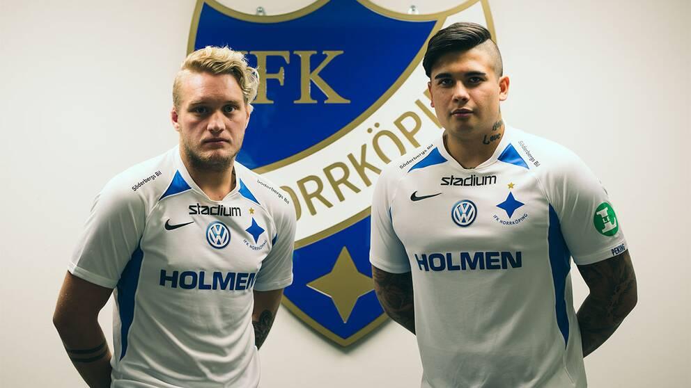 "Simon Eriksson och Douglas ""HortyGoose"" Dahlberg i IFK-tröjor"