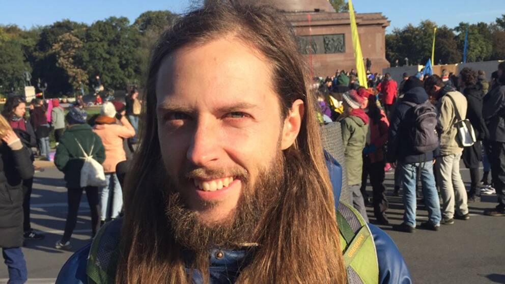 Jonas Linde är en av de demonstranter från Sverige som nu genomför blockader i Berlin för att sätta press på politiker att påskynda åtgärder för klimatet.