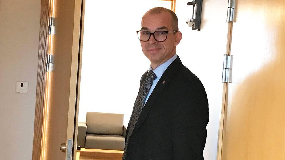 Niklas Nordström(S) avgår.