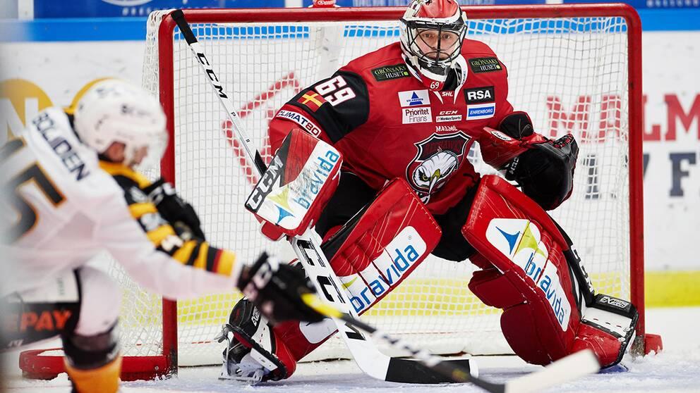Malmös målvakt Oscar Alsenfelt under torsdagens ishockeymatch i SHL mellan IF Malmö Redhawks och Skellefteå AIK i Malmö Arena.