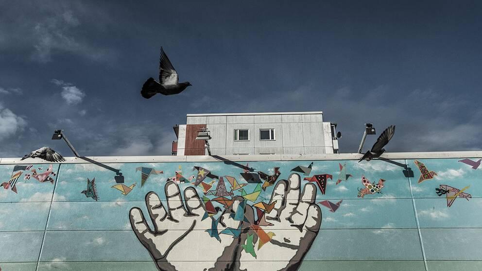 Graffitimålning i Stockholmsförorten Husby.