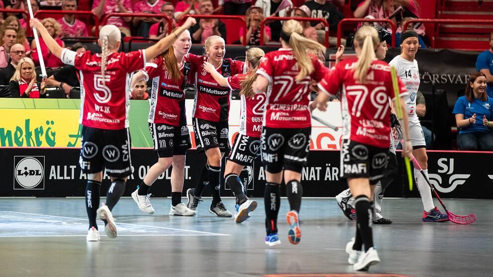 Moras spelare jublar under SM-finalen förra säsongen.