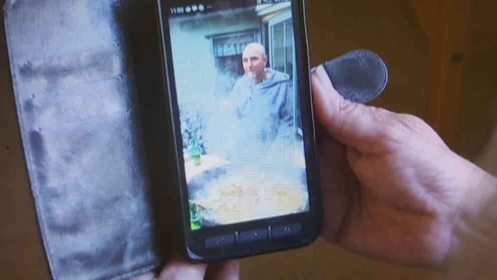 bild på person på mobil